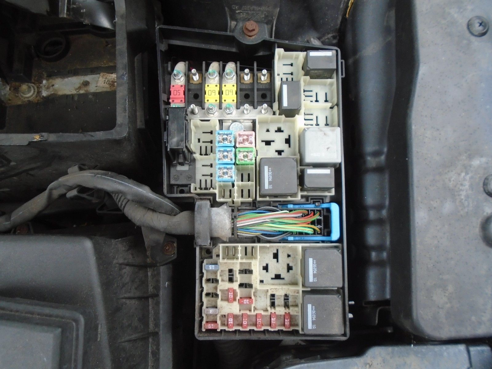 2006 Ford Focus Lx 1 6 Petrol Under Bonnet Fuse Board Box 04 08 2004 Ford  Focus Fuse Box Ford Focus Lx 2006 Fuse Box
