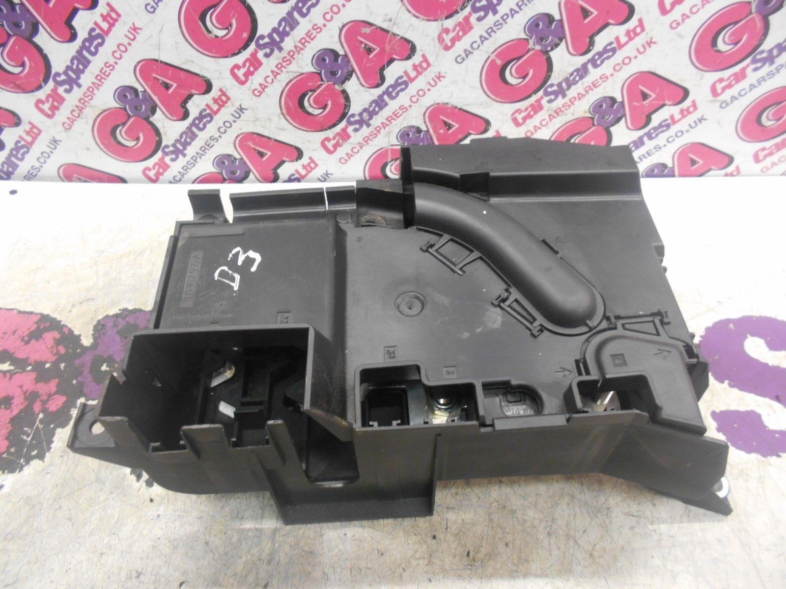 vw touareg under bonnet fuse box 07-10