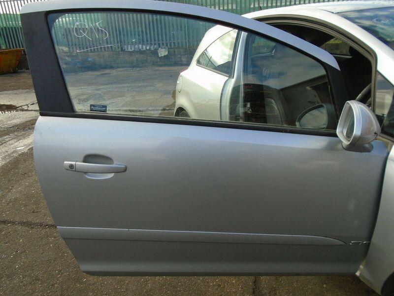 07 VAUXHALL CORSA D SXI 3 DOOR OFFSIDE FRONT BARE DOOR-SILVER 06-10 BREAKING CAR